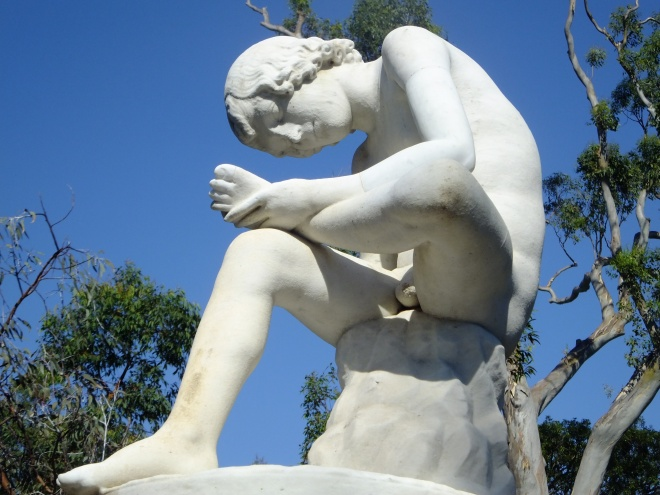 STATUE CHECKING FOOT