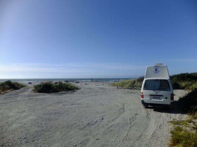 Free camping in Haast. Don't bug me, man!